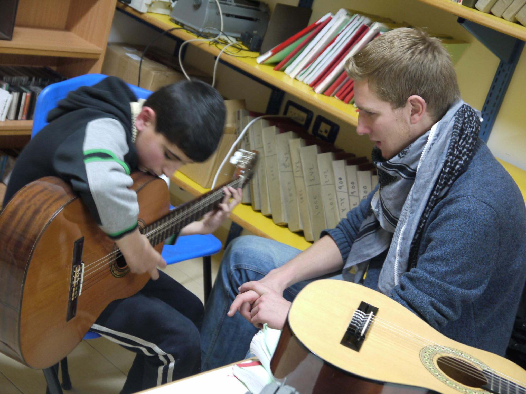 pse_bet_sosbeth_julian_bucksmaier_gitarre_2